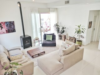 ☺☀HUGE 4 BEDROOM APARTMENT WITH 2 SUNNY BALCONIES AND A ROOFTOP☀☺