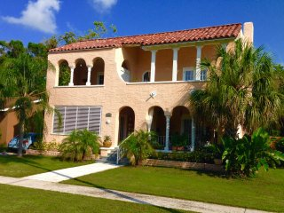 Beautiful 1/1 apt in historic mediterranean bldg, convenient to Tampa & St Pete