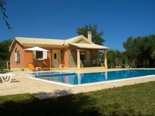 Conveniently located Tranquil  family villa with pools, Roda