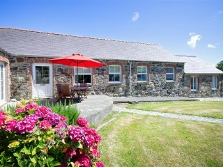 Y Stabl: charming converted stable on the edge of Abersoch (YSTABL)