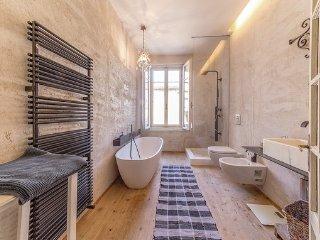 6 bedroom Villa in Pacengo, Lake Garda, Italy : ref 2382671