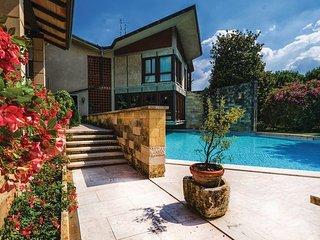 5 bedroom Villa in Arbizzano Valpolicella, Lake Garda, Italy : ref 2382772