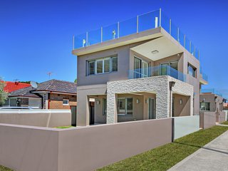 The  CRAWFORD PLACE - SYDNEY BEACH Modern & Relaxing, Perfect Location