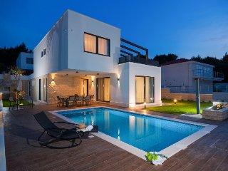 6 bedroom Villa in Okrug Gornji, Splitsko-Dalmatinska Zupanija, Croatia : ref 53