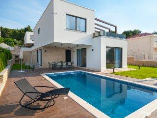 6 bedroom Villa in Okrug Gornji, Splitsko-Dalmatinska Županija, Croatia : ref 53