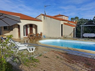 3 bedroom Villa with Pool, WiFi and Walk to Beach & Shops - 5700179