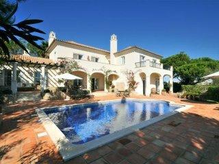 4 bedroom Villa in Vale do Lobo, Algarve, Portugal : ref 2395187