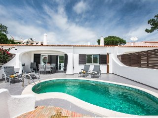 3 bedroom Villa in Vale do Lobo, Algarve, Portugal : ref 2395146
