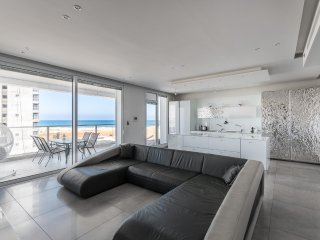 Luxury Residential Apartment By The Sea NI