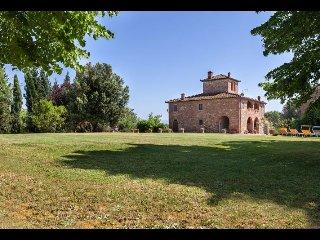 5 bedroom Villa in Lucignano, Tuscany, Italy : ref 2394713