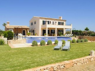 5 bedroom Villa in Cala d'Or, Mallorca, Mallorca : ref 2394686