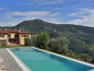 5 bedroom Apartment in Lucca, Garfagnana, Tuscany, Italy : ref 2387339