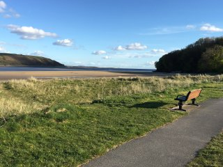 Llansteffan Holiday Home near the beach