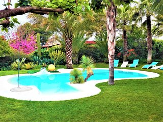 Villa 'All Nature' in Valencia-Sleeps 14+3-private