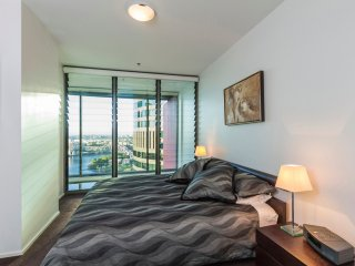 King bedroom - all bedrooms with views of the river - LED TV 45# plus Netflix