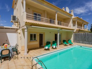 3 BEDROOM TOWNHOUSE WITH PRIVATE POOL IN ALBUFEIRA