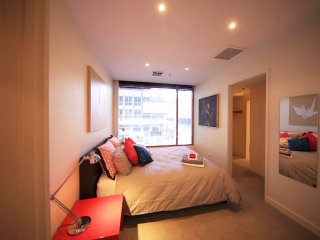 HEART OF THE CITY OF MELBOURNE ART APARTMENT