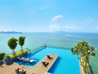 1 Bedroom Duplex Apartment in Wong Amat Tower, 50m from the beach with Sea Views
