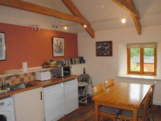 Reverse level accommodation