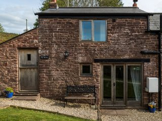 Wren Cottage; pet friendly with wood burner and bird hide in stunning location