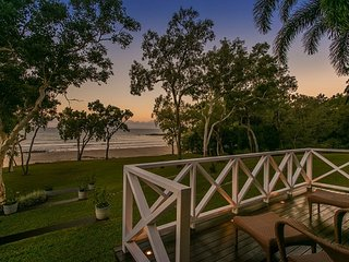 Cottonwood - Private Beachfront, Oak Beach