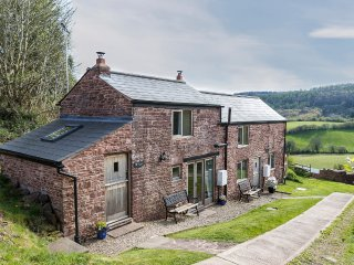 Romantic hideaway; stunning views and wood burner, Mitcheldean