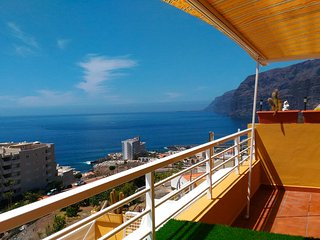 Stunning views and dreaming sunsets front  of Los Gigantes and La Gomera