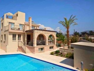 Exclusive Luxury Villa - Private Beach - Jaccuzi - Private Pool - Games Room