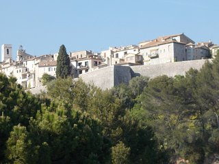 Stunning views and that special South of France lifestyle - available to let now