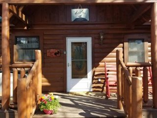 Enjoy Secluded Mountain Paradise at the Rustic Fox!