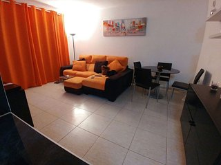 Modern and fresh, quiet location, 5 mins walk from beach, shops, and bars., Corralejo
