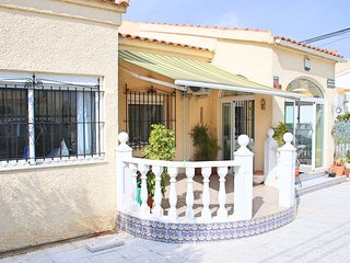 Luxury Detached Villa Near Amenities, WIFI, Sat TV, Aircon