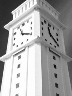 La pendule, repère emblématique aux Sables