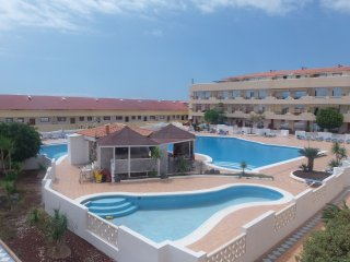 New and Spacious flat with balcony and amazing pool near the sea up to 5 people