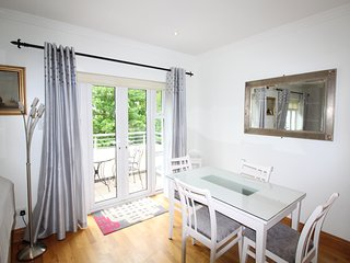 Modern 2 bedroom apartment in the heart of Salthill, Galway. Sleeps 4
