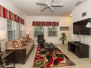Cozy 4 bedroom 3 bath Resort townhouse 4 miles to Disney from $128nt