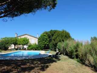 Standing house,large private pool, closed garden 3000 m2