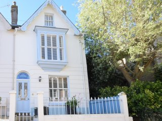 Lavender Cottage - Isle of Wight holiday cottage near sea and Yarmouth centre