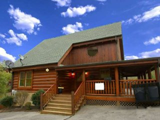 Blue Skies Cabin with Indoor & Outdoor Pool - Fireplace and Hot Tub!