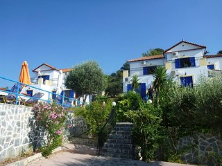 Are3apartments fora family of 5 people ,5studiosfor two people2studiosfor3people, Anaxos