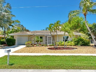 Cozy house w/ sunroom, heated pool, hot tub & short walk to beach