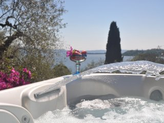 Wonderful Villa with mini pool, stunning view, garden, AC, WIFI, garage in Salò