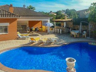 Deux Maisons, grand terrain, Ideal 2 familles, Grand piscine, entretenue, jardin, Lloret de Mar