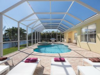 Cape Coral - Rainbow - modern home with fabulous views close to Cape Harbour