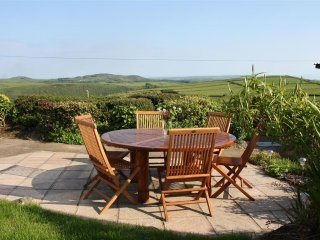 Lleyn Cottage: Idyllic stone cottage on the lower slopes of Garn Fadryn (LLEYNC)