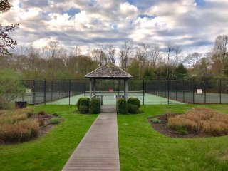 Ideal Bridgehamtpon Getway with Pool & Tennis