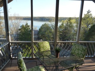 Relax at the Charming Butterfly House! Beautiful Lakeview Nestled in the Trees!