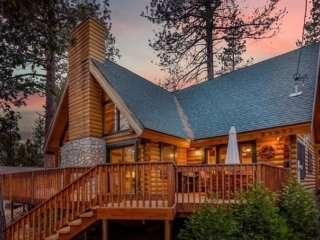 Rejuvenating Luxurious Mountain Log Home Tucked away in Idyllwild, Ca