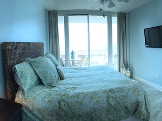 LIGHTHOUSE 416, GULF FRONTING 1BD/2BA + BONUS BUNK ROOM, SLEEPS 7
