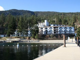 Lakeside Condo Sleeps 4 plus Adventures